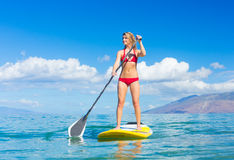 Stand Up Paddle Surfing In Hawaii Royalty Free Stock Photos