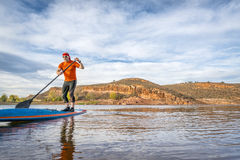 Stand up paddling on mountain ake Royalty Free Stock Images
