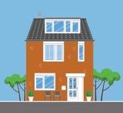 Standalone dom z drzewami i krzesłami Obraz Royalty Free