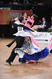 Standardtanzpaare, tanzend am Wettbewerb Stockbilder