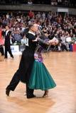 Standardtanzpaare, tanzend am Wettbewerb Stockfotografie