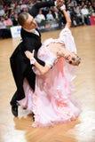 Standardtanzpaare, tanzend am Wettbewerb Lizenzfreies Stockfoto