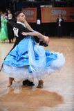 Standardtanzpaare, tanzend am Wettbewerb Lizenzfreie Stockfotos