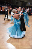 Standardtanzpaare, tanzend am Wettbewerb Stockfoto
