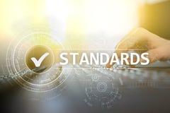 Standardy, kontrola jakości, zapewnienie, ISO, Checkbox na wirtualnym ekranie obraz royalty free