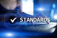 Standardy, kontrola jako?ci, zapewnienie, ISO, Checkbox na wirtualnym ekranie zdjęcie stock