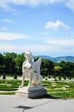 standbeeld in Belvedere van het de Zomerpaleis in Wenen stock foto