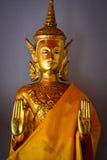 Standbeeld bij boeddhistische tempel in Bangkok Stock Afbeelding