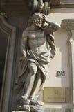 Standbeeld bij de ingang van Palazzo Litta in Milaan Stock Foto