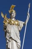 Standbeeld bij de Parlementsgebouwen - Wenen - Oostenrijk Royalty-vrije Stock Foto