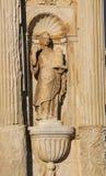 Standbeeld bij de Universiteit van Coimbra, Portugal stock afbeelding