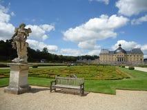 Standbeeld bij vaux-Le: historische tuin, toerisme, Frankrijk Royalty-vrije Stock Foto's