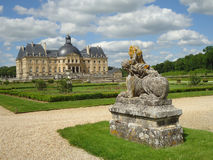 Standbeeld bij vaux-Le: historische tuin, toerisme, Frankrijk Stock Afbeeldingen