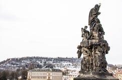 Standbeeld in Charles Bridge, Praag, Tsjechische Republiek Royalty-vrije Stock Fotografie