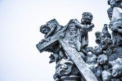 Standbeeld in Charles Bridge, Praag, Tsjechische Republiek Stock Afbeelding