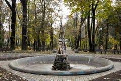 Standbeeld in Copou-Park, Iasi, Roemenië in de herfst Royalty-vrije Stock Foto's