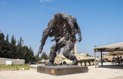 Standbeeld dat 'Uw Medemens' bij Gepantserd de Korpsenmuseum van Latrun wordt genoemd stock foto's