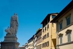 Standbeeld dat door Enrico Pazzi gewijd aan Dante wordt gemaakt Stock Afbeelding