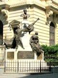 Standbeeld in de Oude Stad van Boekarest Stock Foto