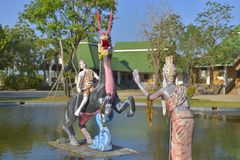 Standbeeld in de waterkunst Thai royalty-vrije stock afbeeldingen