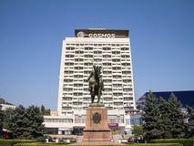 Standbeeld die van Sovjet Militaire leider Grigori Kotovski vroeger sovjethotelkosmos, één onder ogen zien van de oriëntatiepunte stock foto