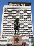 Standbeeld die van Sovjet Militaire leider Grigori Kotovski vroeger sovjethotelkosmos, één onder ogen zien van de oriëntatiepunte stock afbeeldingen