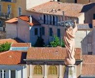 Standbeeld en daken stock afbeeldingen
