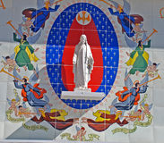 Standbeeld en Muurschildering van Jesus stock foto