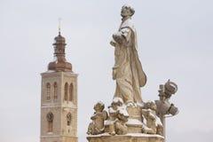 Standbeeld en StJames-kerk royalty-vrije stock afbeeldingen
