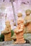 Standbeeld in Japanse tempel Stock Afbeeldingen