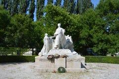 Standbeeld in Medische Tuin, Bratislava Stock Foto's