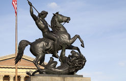 Standbeeld met een paard en een leeuw Royalty-vrije Stock Foto's