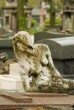 Standbeeld op begraafplaats Stock Foto