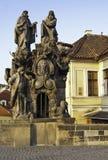 Standbeeld op Charles Bridge, Praag Stock Foto's