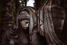 Standbeeld op graf in de oude begraafplaats Royalty-vrije Stock Foto