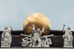 Standbeeld op het dak in Hofburg in Wenen Stock Foto