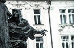 Standbeeld in Oud Stadsvierkant, Praag, Tsjechische Republiek Stock Foto