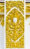 Standbeeld over godsdienst op de muur, Thaise tempel royalty-vrije stock afbeelding