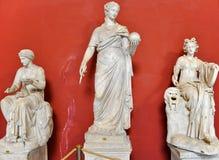 Standbeeld Urania in het museum van Vatikaan Mooie oude vensters in Rome (Italië) stock foto's