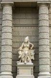 Standbeeld van Afrika naast Biologiemuseum Wenen Stock Foto