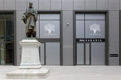Standbeeld van Amedee-Bonnet in het nieuwe district van Hoteldieu royalty-vrije stock fotografie