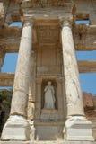 Standbeeld van Arete bij Bibliotheek Celcus in Ephesus, Turkije Stock Foto's