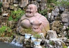 Standbeeld van Boedha, monnik & heilig dier stock afbeeldingen