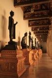 Standbeeld van Boedha in tempel, Thailand. Stock Fotografie