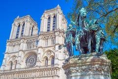 Standbeeld van Charlemagne voor Notre Dame stock foto