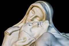 Standbeeld van Christus met madonna (medeleven) royalty-vrije stock foto