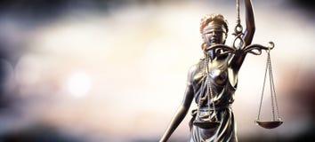 Standbeeld van Dame Justice stock afbeelding