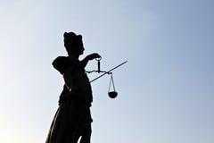 Standbeeld van Dame Justice in Frankfurt - Kiem Royalty-vrije Stock Foto