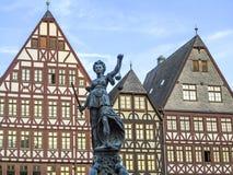 Standbeeld van Dame Justice in Frankfurt-am-Main Stock Afbeelding