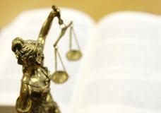 Standbeeld van Dame Justice (Justitia) Stock Foto's